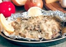 Осетрина запеченная с картофелем и луком